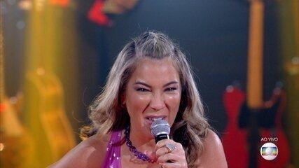 Fabiana Souto canta 'Chiclete Com Banana'