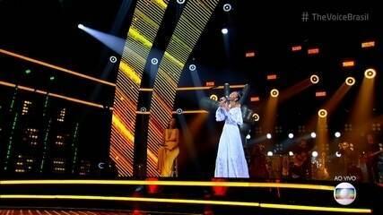 Luiza Cruz canta 'Sorri, Sou Rei'