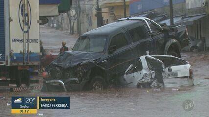 Chuva com granizo causa alagamentos e arrasta veículos no Centro de São Carlos