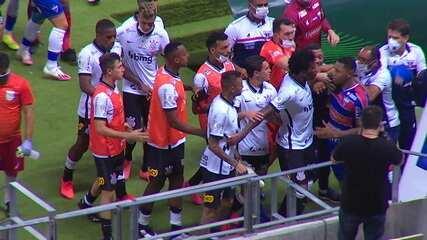 Luan e David se desentendem na saída de campo após Fortaleza x Corinthians