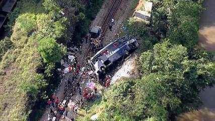 Ônibus cai de ponte em João Monlevade, em Minas Gerais