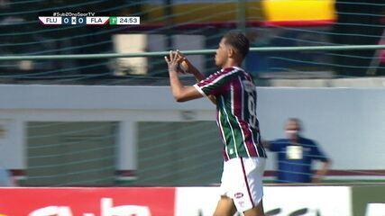 Gol do Fluminense! Gabriel Teixeira dispara no contra-ataque, e toca para Samuel que bate para marcar, aos 24 do 1º