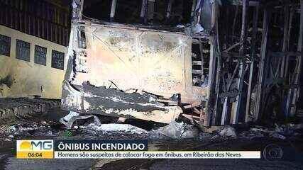 Bandidos colocam fogo em ônibus em Ribeirão das Neves, na Grande BH
