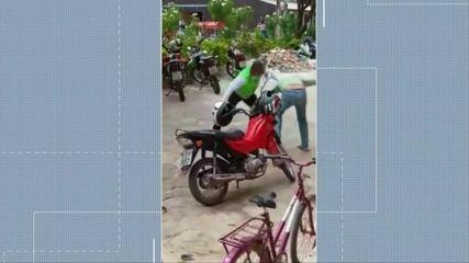 Agente do Detran e mototaxista brigam durante ação educativa em Cametá