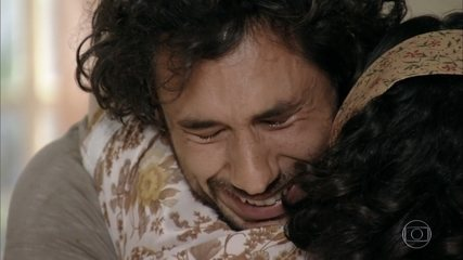 Lino reencontra sua mãe Maria Adília