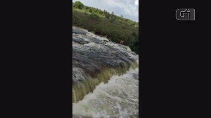 Cabeça d'água arrasta banhistas e deixa dois mortos nos cânions de Furnas em MG