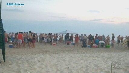 Litoral gaúcho registra aglomerações na beira da praia neste sábado (2)