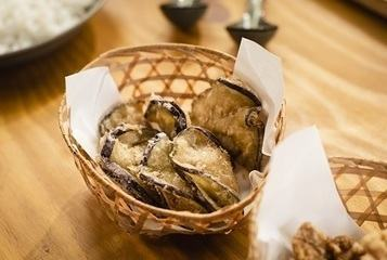 Guioza de berinjela empanada