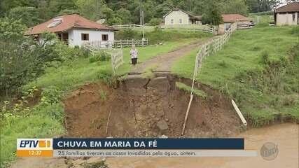Chuva em Maria da Fé invade casas de 25 famílias pela água