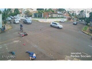 Motociclista voa após ser atingido por carro que invadiu preferencial em MS