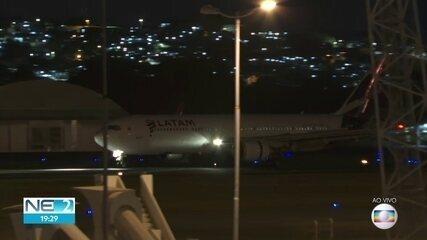 Avião com vacinas contra Covid-19 chega ao Recife