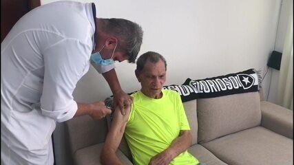 Manga é vacinado contra Covid-19 no Rio de Janeiro