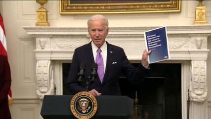 Nos EUA, Biden assina decretos com medidas de combate à Covid-19