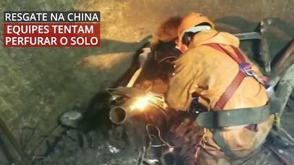 VÍDEO: equipes de resgate tentaram começar a perfurar o solo onde estão mineiros chineses