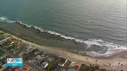 Prefeitura do Cabo proíbe ônibus de turismo e comércio na praia das 18h às 8h