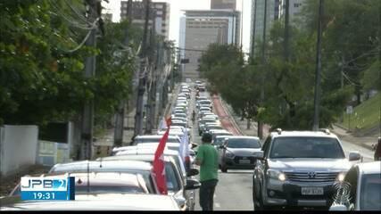 Manifestantes fazem carreata contra Bolsonaro e a favor da vacina, em João Pessoa