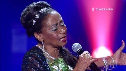 Celestina Maria se apresenta no palco do The Voice +