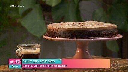 Bolo Cutucado: bolo de chocolate com caramelo