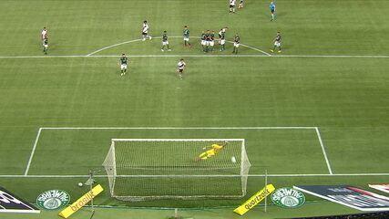 Gol do Vasco! Benítez cobra falta com perfeição e marca um belo gol, aos 34' do 1T