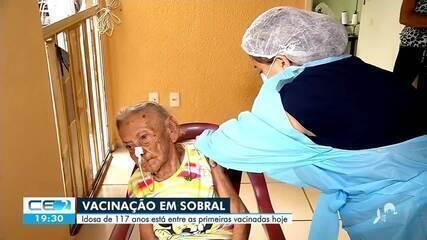 Uma idosa de 117 anos foi imunizada contra o coronavírus em Sobral
