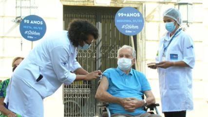 Orlando Drummond e Nelson Sargento são vacinados contra a Covid no Rio