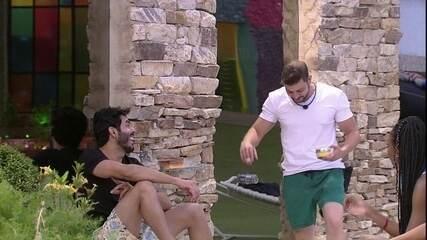Rodolffo canta ao lado de Caio e brothers brincam: 'Israel que se cuide'