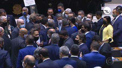 Primeiro dia de Lira na presidência da Câmara é marcadopor desentendimentos e disputa