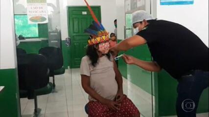 Profissionais de saúde passam por dificuldades para vacinar indígenas contra a Covid-19 no Amazonas