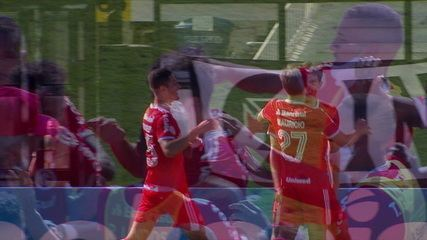 Gol do Internacional! Moisés levanta na marca do pênalti, e Rodrigo Dourado sobe mais que todo mundo, aos 9' do 1º T
