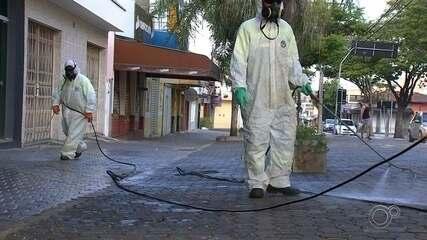 Praças e prédios públicos são higienizados durante o carnaval em Salto