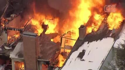 VÍDEO: Imagens aéreas mostram incêndio que deixou 4 mortos durante nevasca no Texas