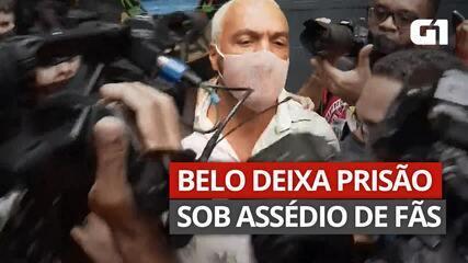 VÍDEO: Belo deixa prisão sob assédio de fãs