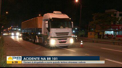 Homem é atropelado durante travessia da BR-101, embaixo da passarela, em João Pessoa