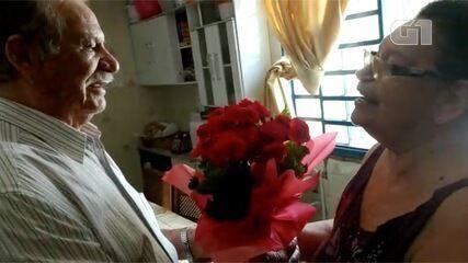 Há quase 59 anos juntos, casal supera pandemia com romantismo