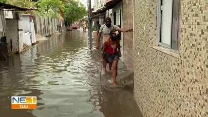 Após chuva no Grande Recife, moradores sofrem com alagamentos