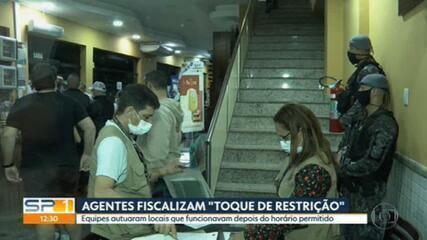 Agentes fiscalizam 'toque de restrição' em bares e restaurantes