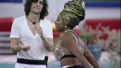 Lumena dança ao som de Timbalada e faz pedido antes de mais uma noite: 'Bora, Bahia!'