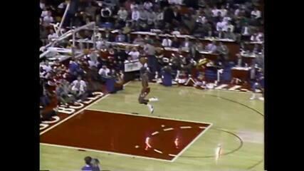 Michael Jordan enterrando da linha do lance livre (1988)