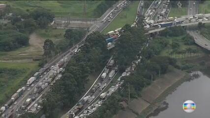 Protestos provocam caos no trânsito da capital paulista