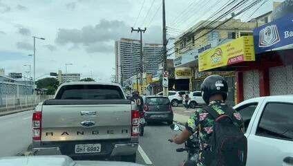 Mesmo com novo lockdown, trânsito de Fortaleza tem fluxo intenso de veículos