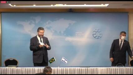 Ministro das Relações Exteriores é repreendido em Israel por falta de máscara