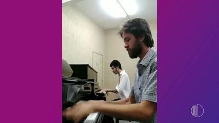 Musicoterapia: Jefferson usa o piano como instrumento de inclusão