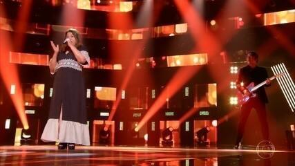 Sueli Rodrigues cai no samba no 'The Voice +'