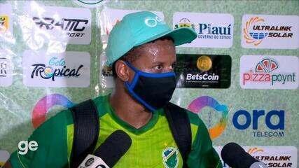 """Juninho diz que estava envergonhado com 3 derrotas e defende Tonet: """"Toda confiança"""""""