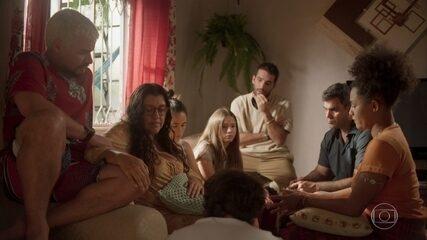 Lurdes explica como descobriu a verdade e Danilo se choca com Thelma