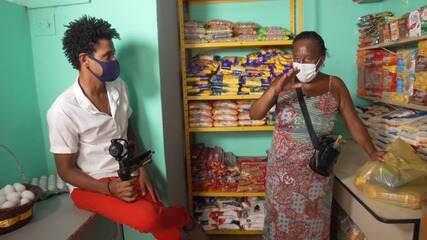 Mercado Solidário possibilita que pessoas montem cestas básicas de graça