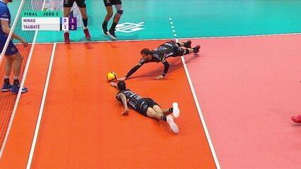 2º set - 1 x 2 - Minas coloca bola no chão, árbitro não vê e Taubaté marca ponto