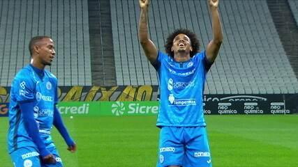 Gol do São Bento! Gabriel parte do campo de defesa, avança, chuta e faz, aos 7 do 1ºT