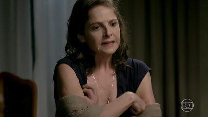 Cora fala para Eliane escrever carta para Cristina contando a verdade