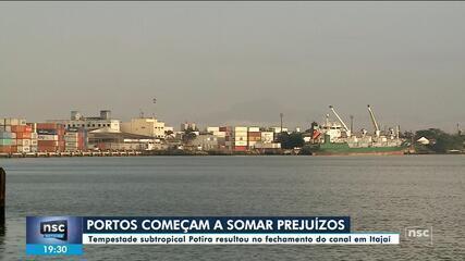 Fechados, portos de Itajaí e Navegantes acumulam prejuízos